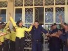 Guarda metropolitano e agente de trânsito ignoram rivalidade e se casam