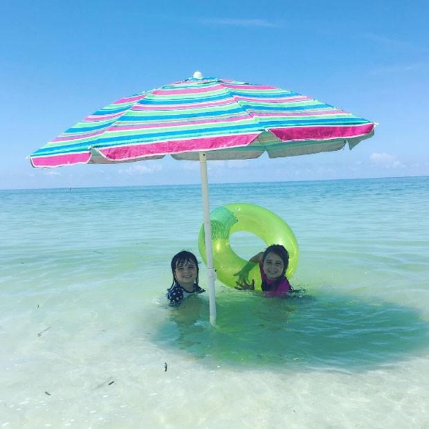 Nina e Maitê aproveitando o mar e o sol (Foto: Reprodução/ Instagram)