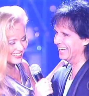Em 1997, ela cantou com Roberto Carlos (Foto: TV Globo)