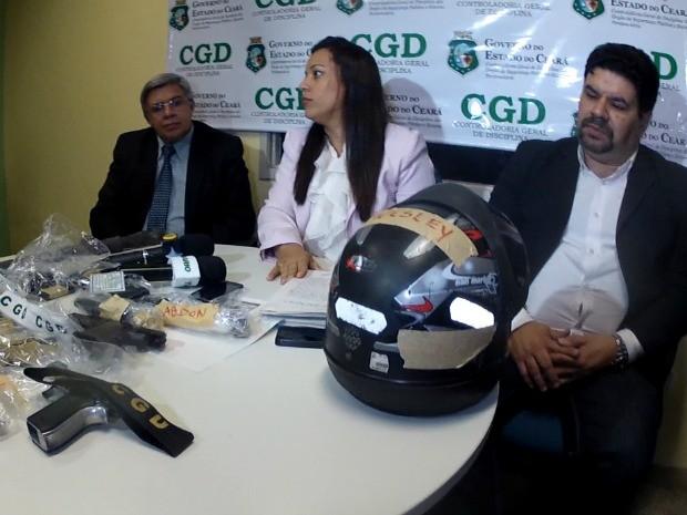 CGD apresentou armas que o policial usaria como falsas provas contra comerciante (Foto: TV Verdes Mares/Reprodução)