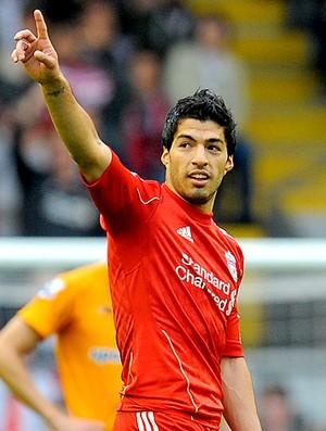 Luis Suarez comemora gol do Liverpool contra o Wolverhampton (Foto: AFP)