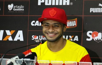 """Cleiton Xavier celebra boa fase: """"Bem melhor que o ano todo no Palmeiras"""""""