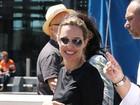 Angelina Jolie é clicada com aliança e levanta suspeita sobre casamento