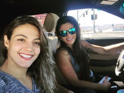 Poliana Botelho com Claudia Gadelha em Las Vegas (Foto: Poliana Botelho/Arquivo Pessoal)