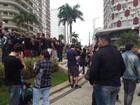 Grupo faz protesto para pedir liberação do Uber em Santos, SP