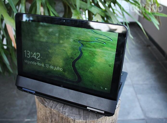 O tablet pode ser acoplado de formas menos ortodoxas (Foto: Leonardo Ávila/TechTudo)