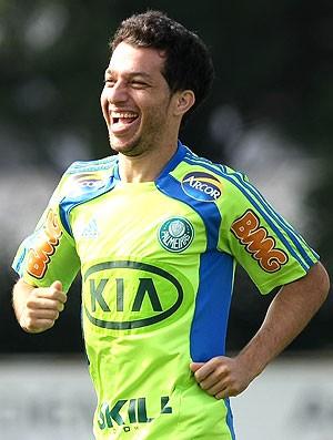 Cicinho no treino do Palmeiras (Foto: Cesar Greco / Ag. Estado)