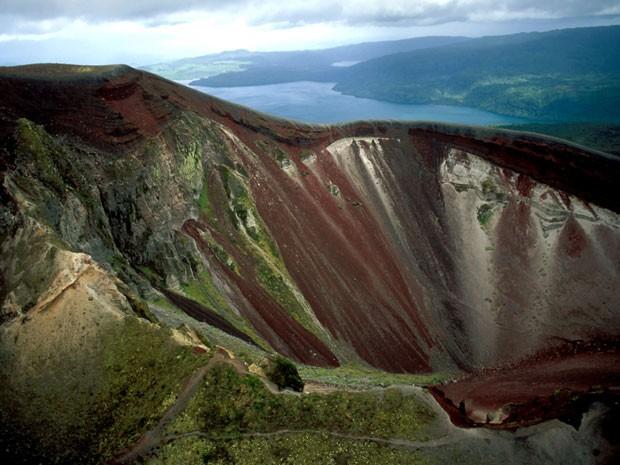 O vulcão Tarawera (Foto: Angela Prati / TIPS / Photononstop/ AFP)
