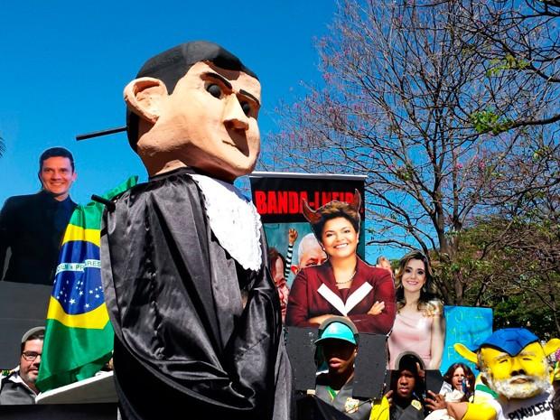 Bloco da Papuda chega à Praça da Liberdade, em BH, com gritos de fora PT no 3º ato realizado contra o governo Dilma Rousseff (Foto: Raquel Freitas/ G1)