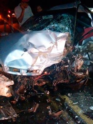 Batida entre dois carros mata dois jovens no sul da Bahia (Foto: Jefferson Teixeira/Blog Verdinho Itabuna)