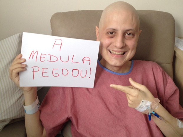 Gabriel está feliz com a novidade e diz ter esperança na cura da leucemia (Foto: Gabriel Massote/Arquivo Pessoal)