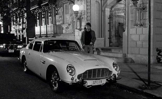 Em Celebridades, Keith Branagh possui um Aston Martin DB6 (Foto: Divulgação)