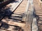Pneus são queimados em cima de ponte e danificam estrutura em RO