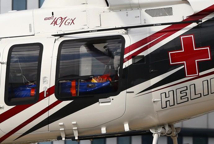 Carlos Sainz Jr. é removido de helicóptero após forte acidente no 3º treino livre para o GP da Rússia (Foto: Getty Images)