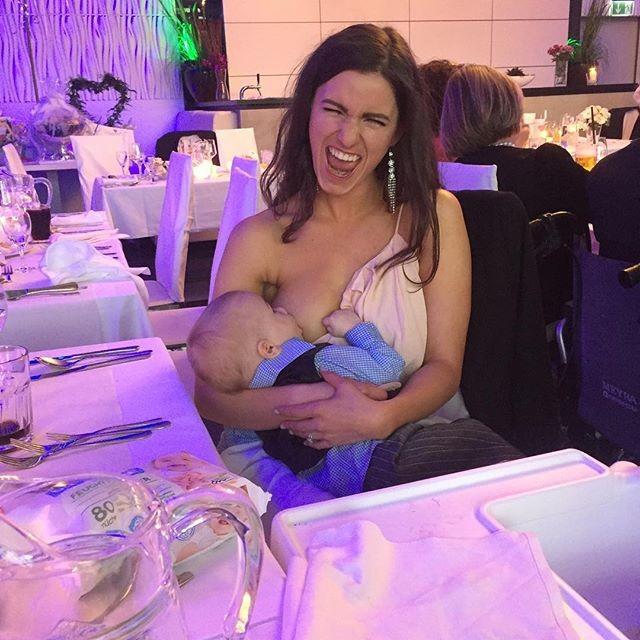 A foto de Naomi amamentando o filho viralizou (Foto: Reprodução/ Instagram)