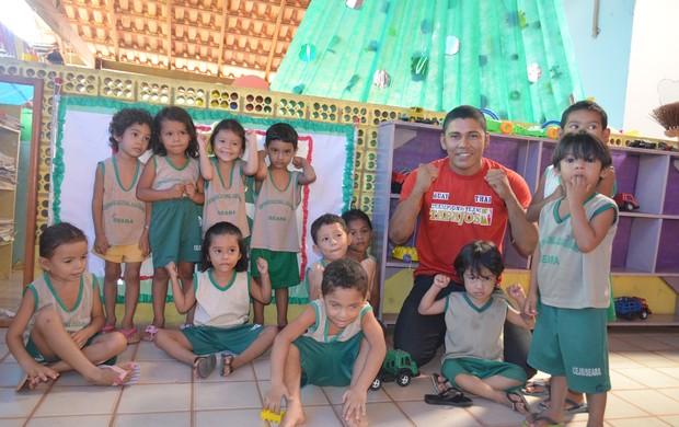 Muay Thai doação de alimentos (Foto: Lia Anjos - GloboEsporte.com)