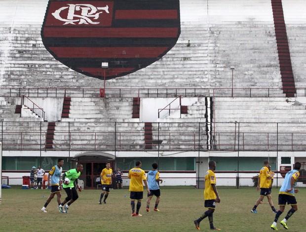 Macaé treinou essa sexta-feira na Gávea para duelo contra o Madureira (Foto: Tiago Ferreira)
