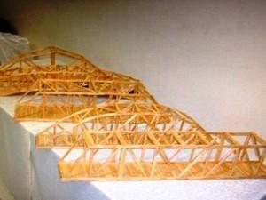 Campeonato de pontes de palitos de picolé é destaque na programação do evento (Foto: Reprodução Facebook)