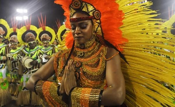 Cris Vianna como rainha de bateria da Imperatriz este ano: atriz vai retomar grupo vocal  (Foto: Alexandre Durão/ G1)