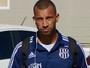 Kadu lesiona pescoço em treino da Ponte e deixa estádio de ambulância
