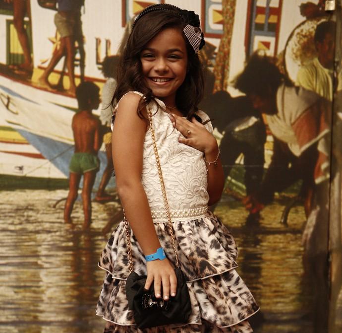A pequena Isabella Aguiar estreia em novelas como Maria Tereza ainda criança (Foto: Inacio Moraes/ Gshow)