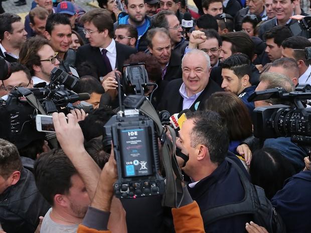 Rafael Greca chega ao TRE, em Curitiba (Foto: Giuliano Gomes/PRPRESS)