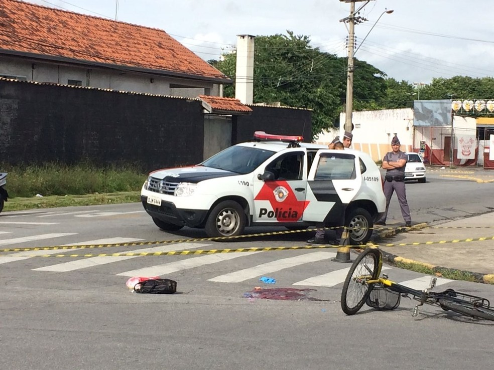Mulher foi atingida por três disparos (Foto: Pedro Melo/)