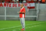 Substituto de Lisca no Maracanã, Levi Gomes mantém sina contra o Fla