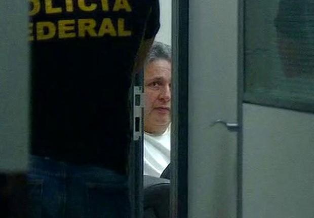 O ex-governador do Rio Anthony Garotinho é visto na sede da Polícia Federal, após ser preso (Foto: Reprodução/TV Globo)