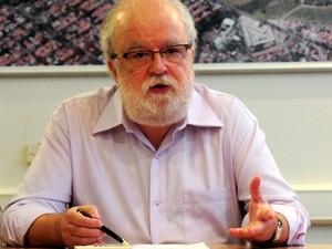 O reitor da Unicamp, José Tadeu Jorge, durante coletiva sobre o Vestibular 2014 (Foto: Antonio Scarpinetti / Ascom Unicamp)