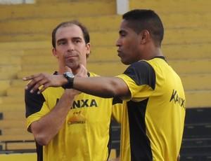 Paulo Baier Cleber Santana Criciúma (Foto: João Lucas Cardoso)