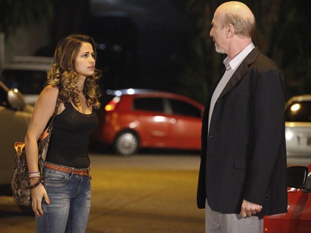 Morena vai até o trabalho de Thompson para conversar com ele (Foto: Salve Jorge / TV Globo)