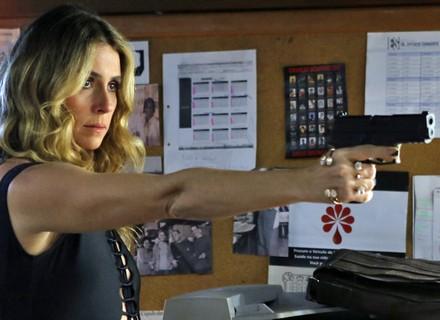 Atena atira em Zé Maria e salva Romero