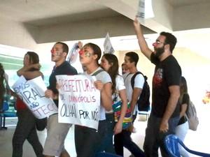 manifestação UFSJ Divinópolis MG medicina estudantes alunos (Foto: G1/G1)