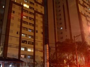 Homem e criança caíram do 13° andar no bairro Continental em Osasco, SP (Foto: Edu Silva/ Futura Press/ Estadão Conteúdo)
