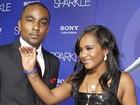 Filha de Whitney Houston anuncia noivado com 'irmão' em reality show