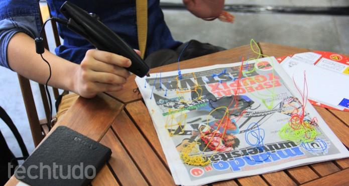 A caneta 3Doodler, testada pelo TechTudo, desenha com fios de plástico em 3D  (Foto: A caneta 3Doodler, testada pelo TechTudo, desenha com fios de plástico em 3D )