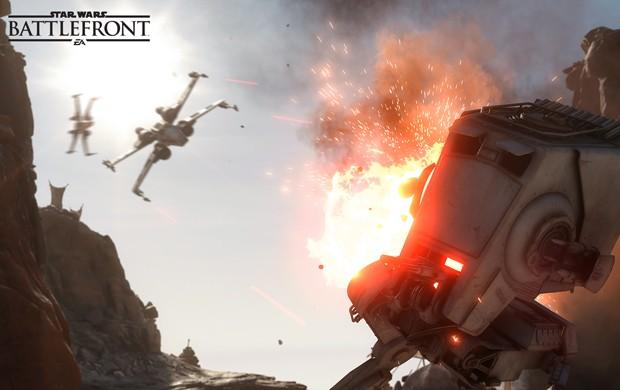 Jogadores também controlam veículos em 'Star Wars Battlefront', como o andador AT-ST (Foto: Divulgação/Electronic Arts)