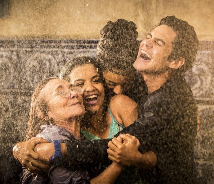 Zezita Matos, Rayza Alcântata, Yara Charry e Lucas Veloso gravam como Piedade, Isabel, Sophie e Lucas, respectivamente (Foto: Felipe Monteiro/ Gshow)