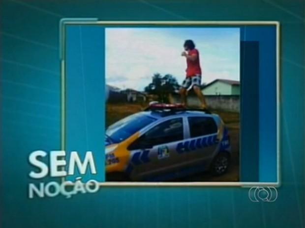 Jovem entrou para o quadro Sem Noção da TV Anhanguera, pela façanha (Foto: Reprodução/TV Anhanguera)