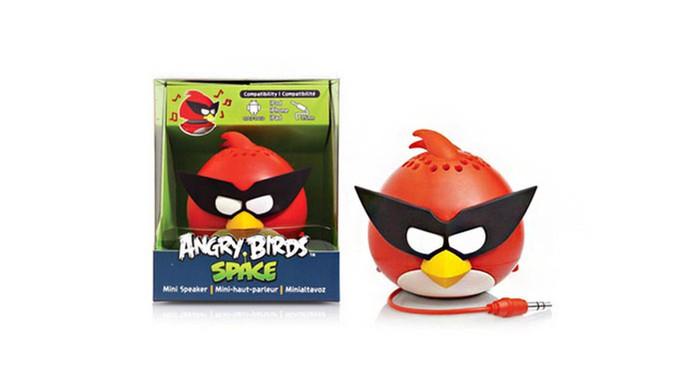 Caixa de som com visual divertido é plugada com cabo de fone de ouvido P2 (Foto: Divulgação/Angry Birds)