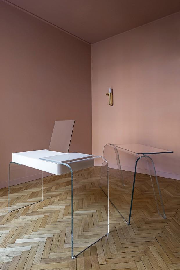 Décor do dia: sala de estar rosa com móveis brancos (Foto: Filippo Bamberghi)