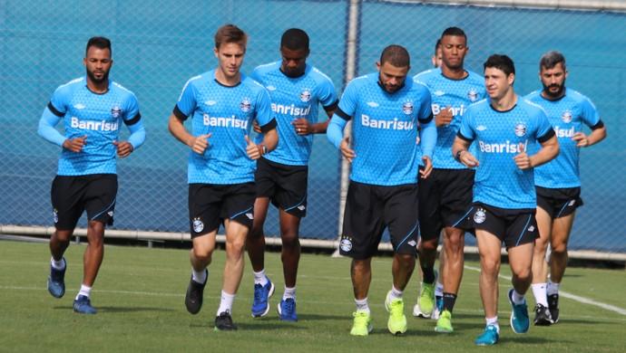 TItulares do Grêmio correm gramado CT Luiz Carvalho (Foto: Eduardo Moura/GloboEsporte.com)