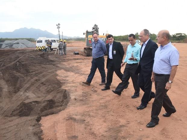Visita de comitiva a obras no Aeroporto de Vitória (Foto: Fred Loureiro/ Secom-ES)