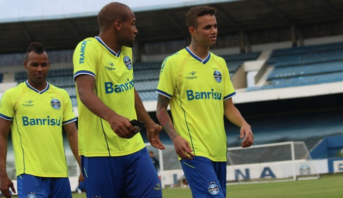 Fellipe Bastos solta corneta nos companheiros, mas também ouve (Foto: Diego Guichard/GloboEsporte.com)