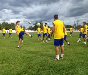 Atacante Régis do Palmas faz treinamento com elenco no CT do clube (Foto: Camila Rodrigues/GloboEsporte.com/to)