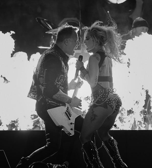 Lady Gaga com James Hetfield (Foto: VALERIE MACON / AFP)