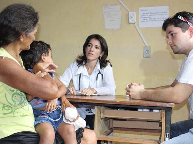 Médica Arianna Mallea Garcia fez atendimento na comunidade de Santo Hilário (Foto: Gilcilene Araújo/G1)