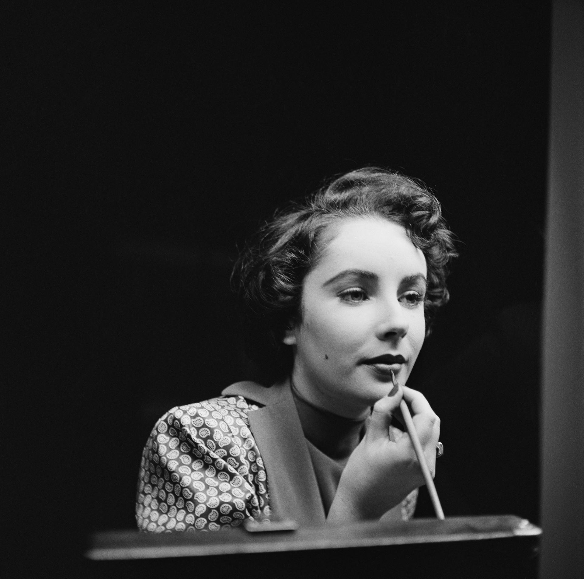 A renomada atriz de 'Cleópatra' (1963), 'Gata em Teto de Zinco Quente' (1958) e 'Quem Tem Medo de Virginia Woolf' (1966) submeteu-se a uma radioterapia para câncer de pele em 2001. A artista faleceu em 2011 por problemas relacionados ao coração. (Foto: Getty Images)