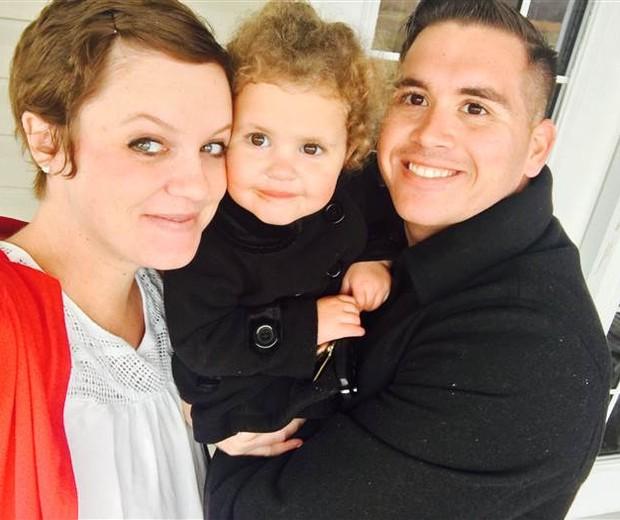 Kayla e Charles com a filha Harper (Foto: Acervo pessoal da família)